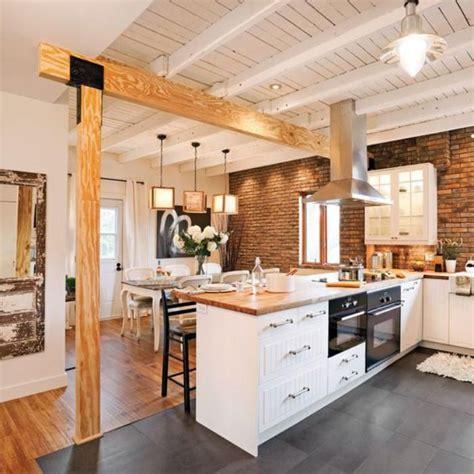 cuisine bois peint idée relooking cuisine cuisine blanche et bois plafond