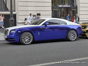 Rolls Royce France : rolls royce wraith spotted in paris france on 08 16 2015 ~ Gottalentnigeria.com Avis de Voitures