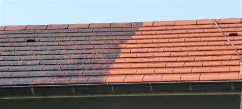 comment demousser toiture comment d 233 mousser sa toiture renovationmaison fr