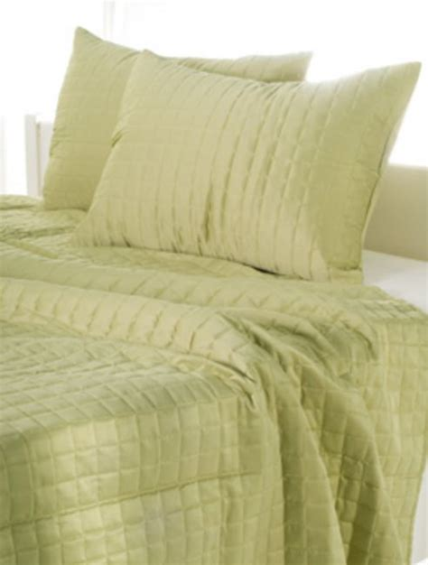 apple green shimmer quilt by rizzy home bedding