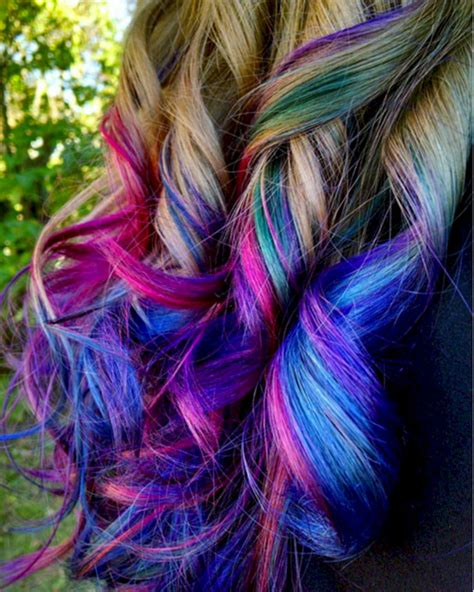 Women Are Dyeing Their Hair With Bright Colors To Look
