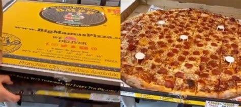 The Pizza Kelly Clarkson Sent Chrissy Teigen And John ...