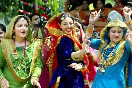 teej celebrations  khalsa college  women apna