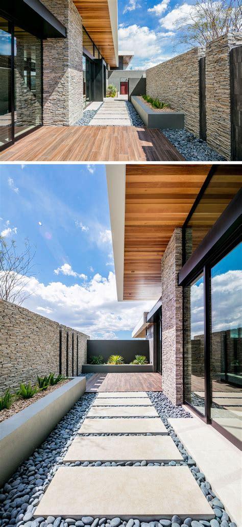 sb architects  designed   house   hillside