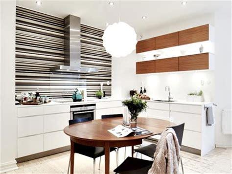 simpele keuken simpele keuken met behang als achterwand inrichting huis