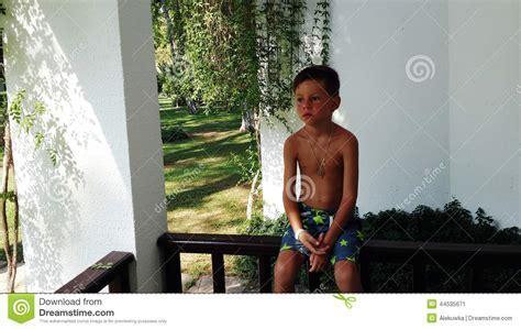 Kleiner Junge Nackt Stockbild Bild Von Think Getrennt