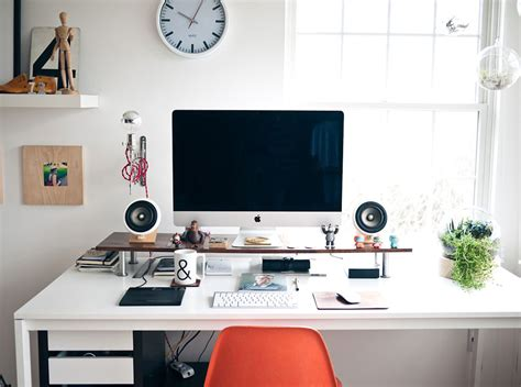 graphic design bureau designer workspace inspiration