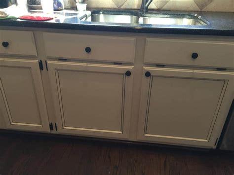 pinstripe glaze kitchen cabinets light pewter cabinets with black glaze pin stripes 2 4239