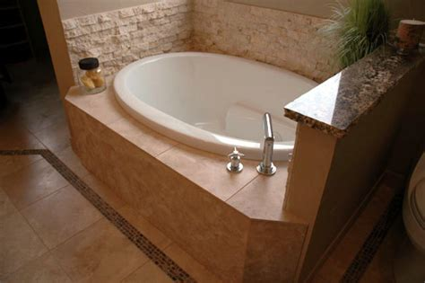 Best Bathtubs For Small Bathrooms by Tips To Install The Best Small Bathtubs Bath Decors