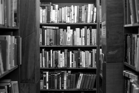 fotos gratis en blanco  negro edificio casa mueble