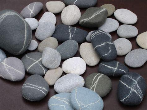 Kleine, Flache Steine Mit Einem Gewicht Zwischen 30-127g