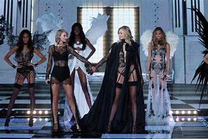 Taylor Swift39s Rep Responds To Karlie Kloss Makeout Rumors