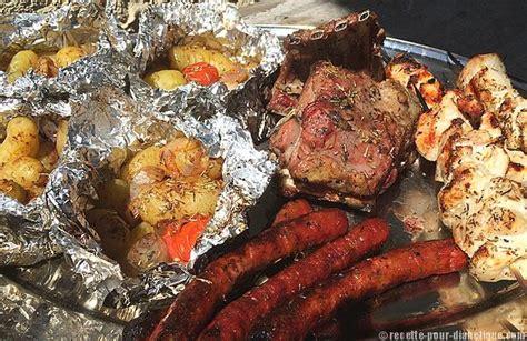 grillades et pommes de terre barbecue