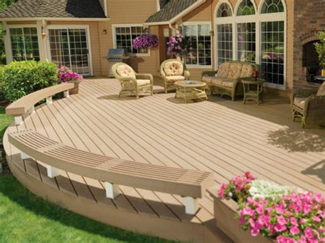 Backyard Deck Plans by Bench Platform In Backyard Raised Deck Made From Pallets