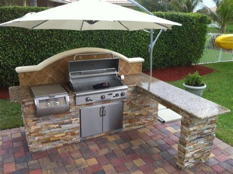 Simple Outdoor Kitchen on Pinterest   Small Outdoor