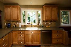 Oakland Farmhouse Kitchen Bay Window at Sink - Traditional