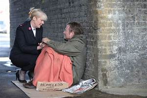 people helping homeless people | Giving shelter to people ...