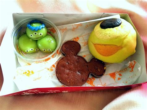 cuisine mickey 10 foods you must try at disney seat will travel adventures of a pilots