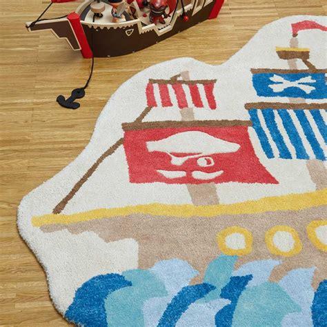tapis contemporain en forme de bateau pirate pour chambre