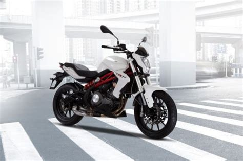 Review Benelli Tnt 250 by Benelli Tnt 250 Price Spec Reviews Promo Ramadan For