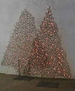 Weihnachtsbaum Metall Design : weihnachts tannenb ume aus draht beleuchtet ~ Frokenaadalensverden.com Haus und Dekorationen