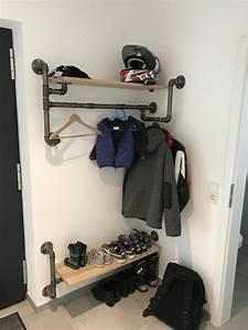 Garderobe Aus Rohren : garderobe aus 1 temperguss rohrdoppelnippeln mit eiche brettern rohre garderobe garderobe diy ~ Watch28wear.com Haus und Dekorationen