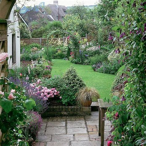 30+ Beautiful Small Cottage Garden Design Ideas For