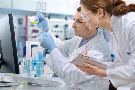 A Cytotechnologist Studies