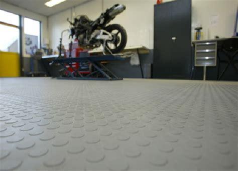 pvc fliesen garage garagenboden mit pvc fliesen h g eco 500 6 und noppen garagen mit pvc fliesen