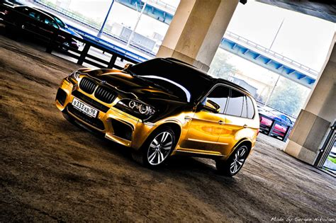 gold  chrome wrapped cars   rage  russia