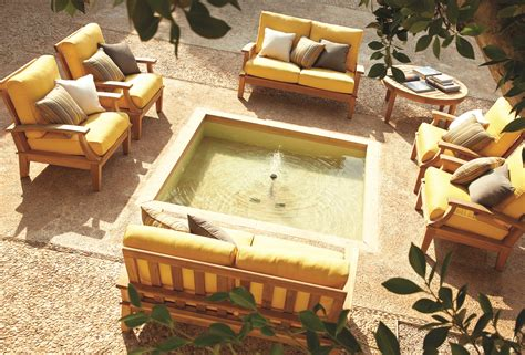 how to arrange outdoor furniture for the