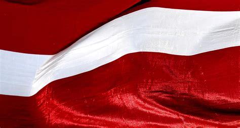 Dziesmu un deju svētku laikā būs jāizkar Latvijas karogs ...