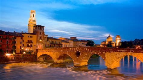 Historic Buildings Pictures: View Images of Verona