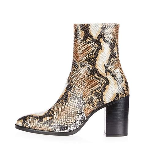 Anna Wintour Can Stop Wearing These Amazing Boots Who
