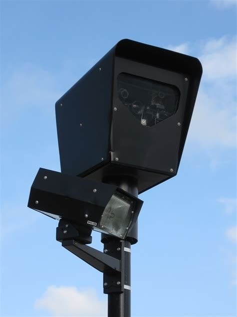 cameras on top of street lights file red light camera jpg wikimedia commons