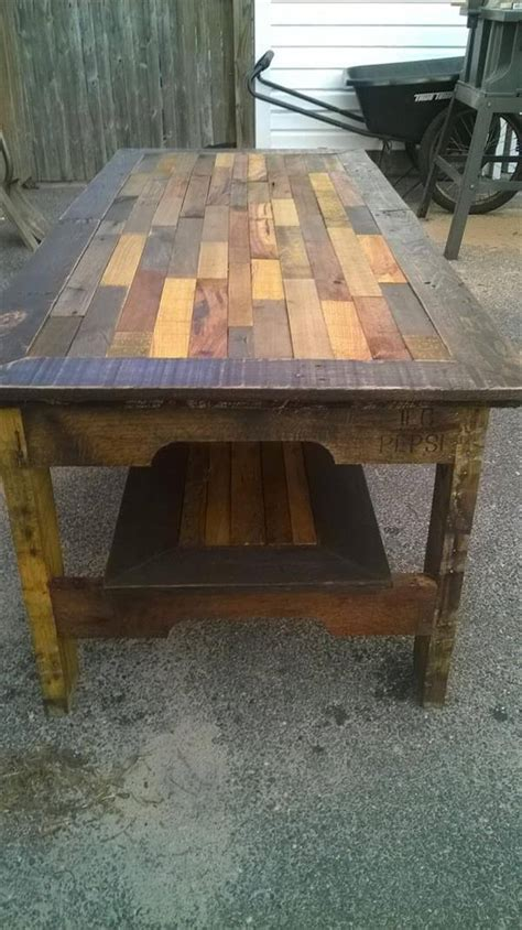 Creating your own coffee table from pallets is a really popular and easy way to create your own personalized coffee table without breaking the bank or needing a high diy skill level. DIY Large Pallet Coffee Table | Pallet Furniture DIY