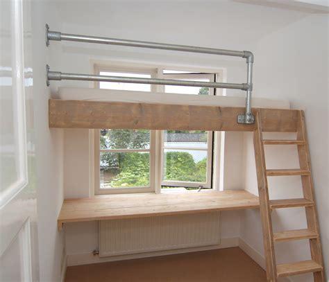 l ophangen aan schuin plafond hoog slapen in een kinderkamer met videbed mura mura