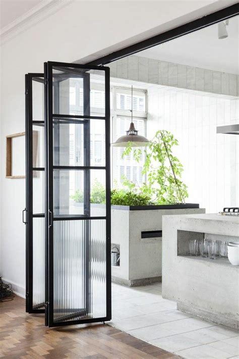 porte vitr馥 cuisine les 25 meilleures idées de la catégorie porte intérieure vitrée sur portes intérieures cloison verriere et verriere atelier cuisine