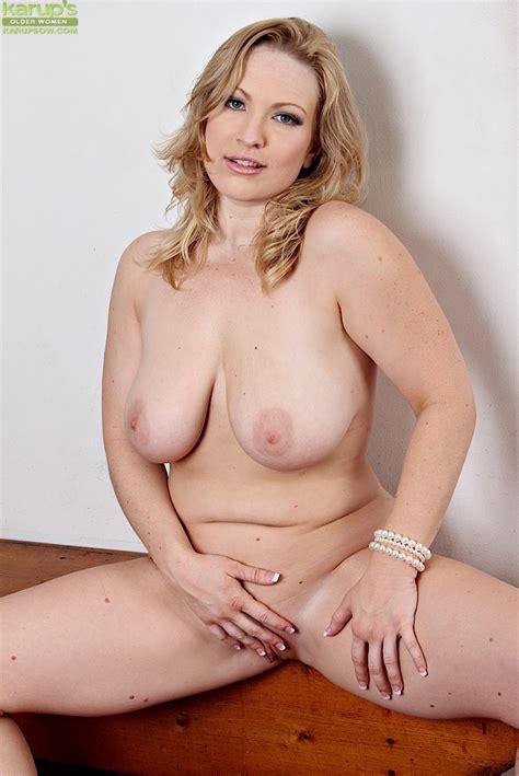 Busty Blonde Milf Vicky Vixen Undressing For Spreading Of