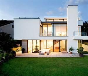 Haus Der Familie Stuttgart : villen zeitlose wei e villa am hang modern architecture ~ A.2002-acura-tl-radio.info Haus und Dekorationen