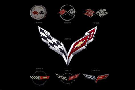 nieuw logo kondigt debuut chevrolet corvette  aan