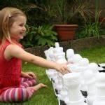 allee jardin en gravier ardoise et bois creer une allee With idee de cloture exterieur 14 jeux denfants dans le jardin creez un espace adapte