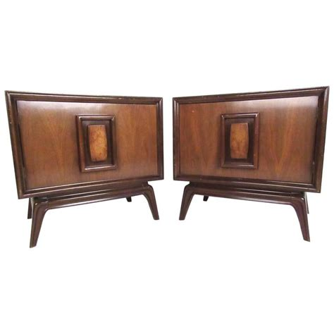 Stylish Pair Of Midcentury Modern Nightstands For Sale At