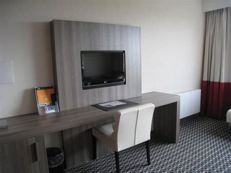 tv chambre beautiful bureau chambre hotel gallery design trends