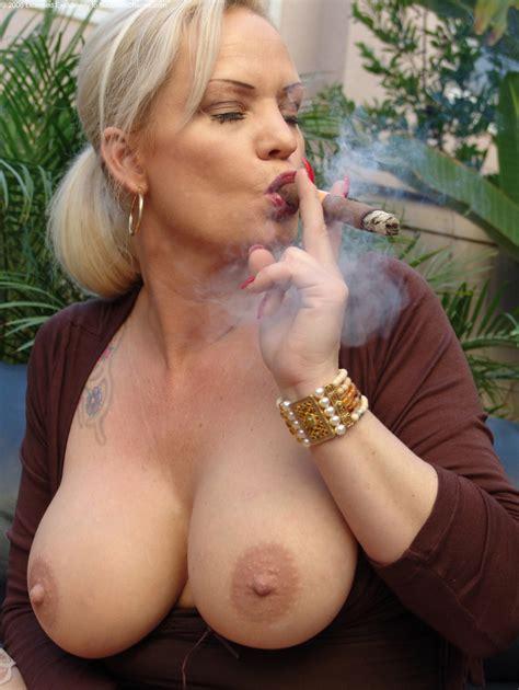 smoking fetish Mandy Gallery 3