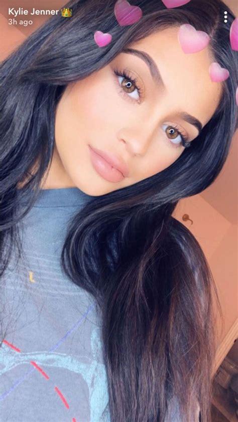 kylie jenners  instagram filter lets    lipstick