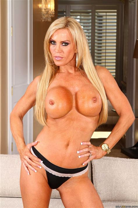 Amber Lynn Sexy Housewife Takes On A Fat Cock Brazzers