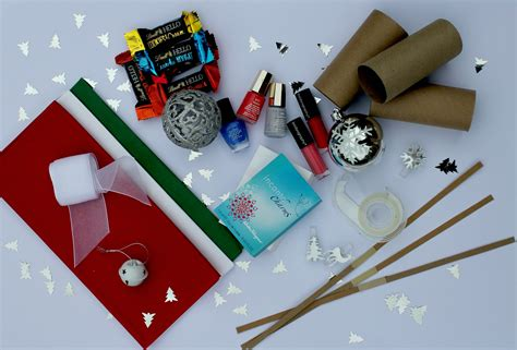 make your own christmas crackers diy a zesty life