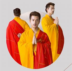 red and yellow robes With robe moine bouddhiste
