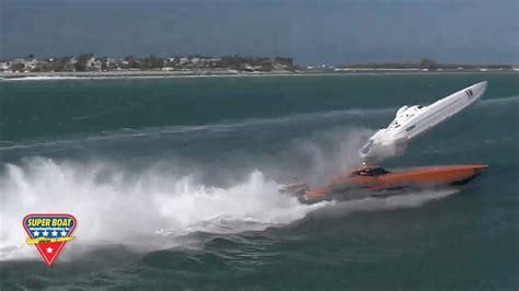 Crash Boat Youtube by 2017 Super Boat Key West Boat Crash Youtube